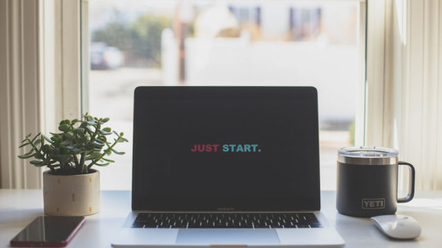 PC画面にjust startと書かれた画像