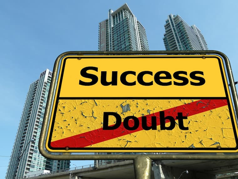successとdoubtと書かれた看板の画像