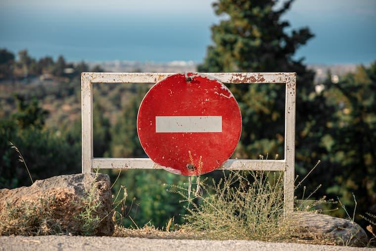停止の看板の画像