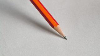 オレンジの鉛筆の画像